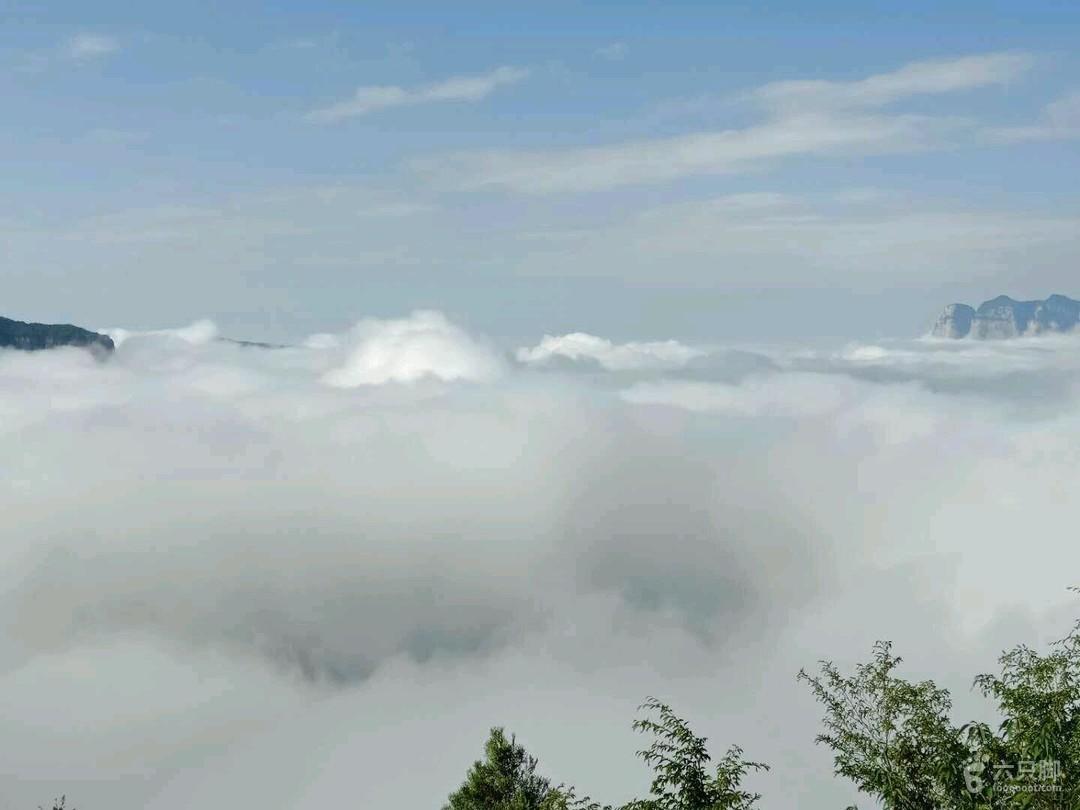 天界山穿越D2(白云龛,九峰山,青峰关,老爷顶,回龙挂壁公路64