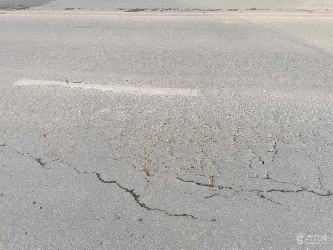 2021-01-17 徒步路面大面积开裂,小幅度沉降